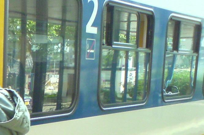 Fingerspitzen gefühl in de trein van NS